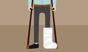 Сотрудник получил травму на работе, имеет ли право на компенсацию?