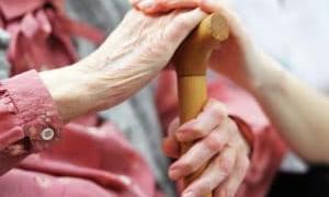 Опекунство над пожилым человеком 80 лет: какие нужны документы, сколько платят