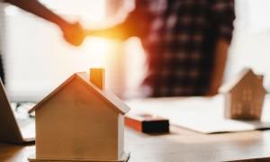 Как продать квартиру в ипотеке: эксперты расскажут про 5 способов
